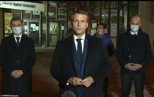 Điều tra khủng bố sau khi giáo viên bị chặt đầu gần Paris - Ảnh 3.