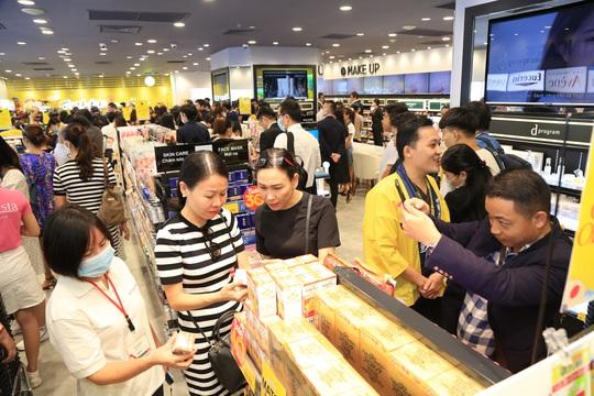 Matsumoto Kiyoshi khai trương cửa hàng đầu tiên tại Việt Nam - Ảnh 1.