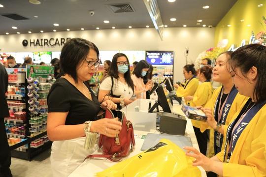 Matsumoto Kiyoshi khai trương cửa hàng đầu tiên tại Việt Nam - Ảnh 2.
