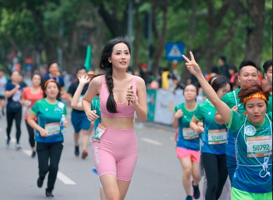 Hoa hậu Mai Phương Thúy, Lương Thùy Linh, Đỗ Mỹ Linh tiết lộ bí quyết giữ gìn sức khoẻ - Ảnh 2.