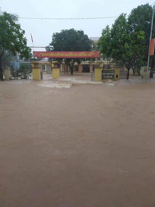 Hồ Kẻ Gỗ xả lũ, Hà Tĩnh sơ tán khẩn cấp gần 15.000 hộ dân - Ảnh 5.