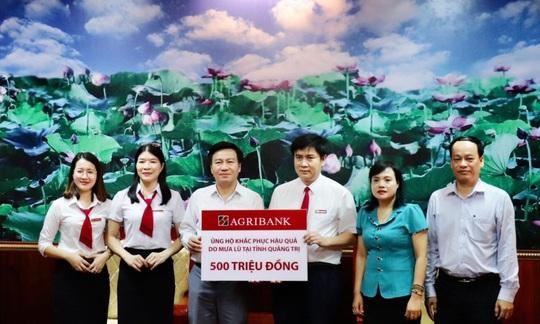 Agribank dành 3 tỉ đồng hỗ trợ 6 tỉnh miền Trung khắc phục thiên tai - Ảnh 1.