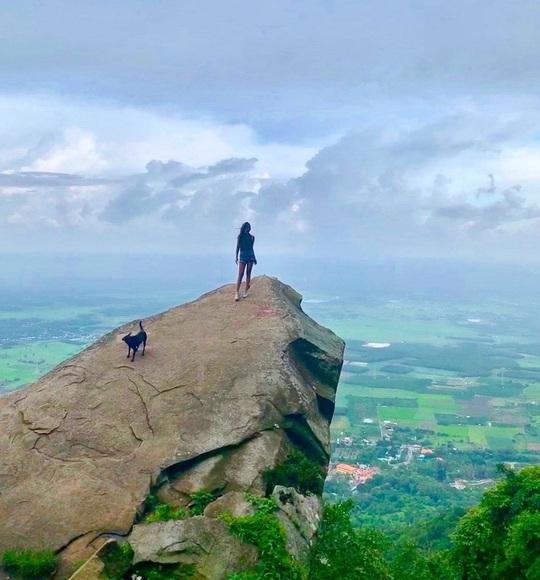 4 điểm check-in mỏm đá giữa trời ở Việt Nam - Ảnh 7.
