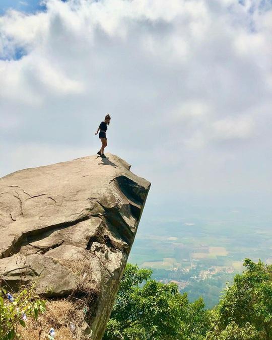 4 điểm check-in mỏm đá giữa trời ở Việt Nam - Ảnh 8.