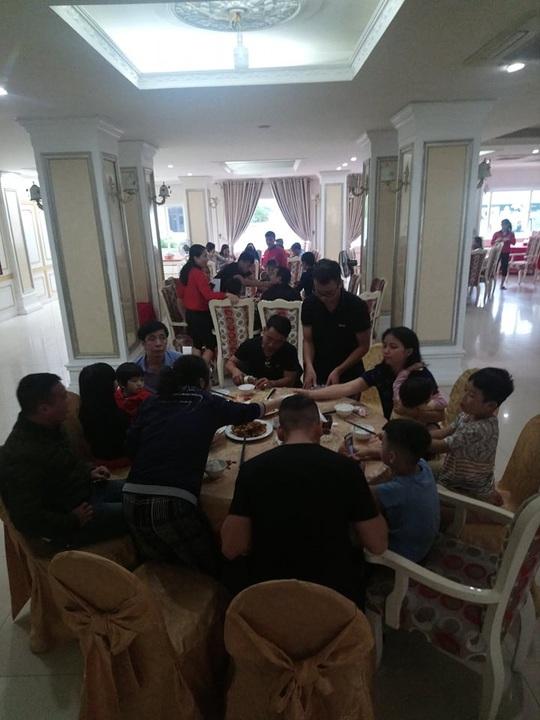 Chạy lũ, hàng trăm người dân được ăn, ở miễn phí tại khách sạn - Ảnh 3.