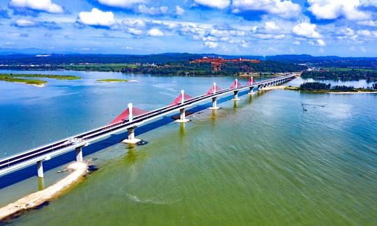 Cây cầu lớn nhất tỉnh Quảng Ngãi được thông xe - Ảnh 2.