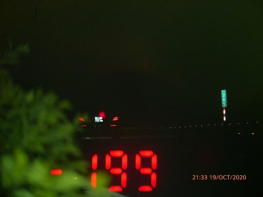 Xe sang Mercedes phóng 199 km/giờ trên cao tốc Pháp Vân - Cầu Giẽ - Ảnh 1.