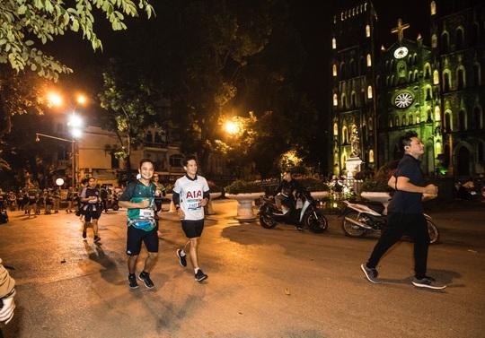Dấu ấn AIA Việt Nam trên đường chạyVPBank Hanoi Marathon Asean 2020 - Ảnh 1.