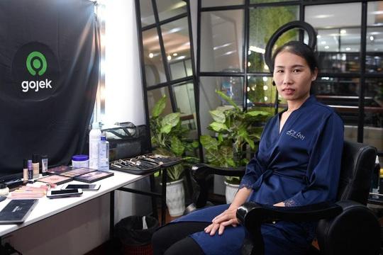 """Màn trang điểm """"lột xác"""" của các nữ đối tác tài xế Gojek trong ngày 20-10 - Ảnh 3."""