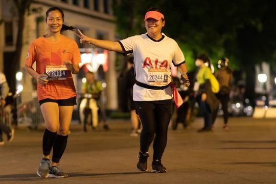Dấu ấn AIA Việt Nam trên đường chạyVPBank Hanoi Marathon Asean 2020 - Ảnh 3.