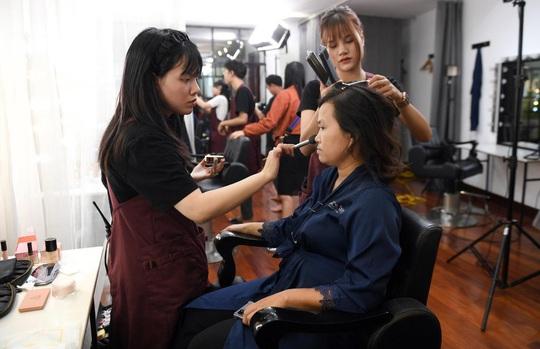 """Màn trang điểm """"lột xác"""" của các nữ đối tác tài xế Gojek trong ngày 20-10 - Ảnh 5."""