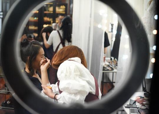 """Màn trang điểm """"lột xác"""" của các nữ đối tác tài xế Gojek trong ngày 20-10 - Ảnh 7."""