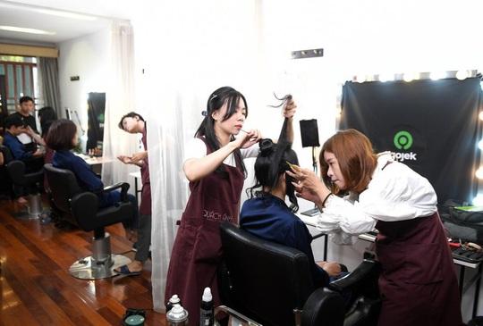"""Màn trang điểm """"lột xác"""" của các nữ đối tác tài xế Gojek trong ngày 20-10 - Ảnh 8."""