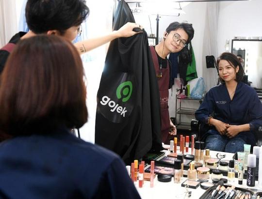 """Màn trang điểm """"lột xác"""" của các nữ đối tác tài xế Gojek trong ngày 20-10 - Ảnh 9."""