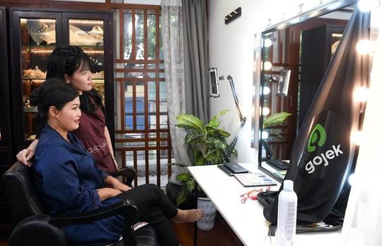 """Màn trang điểm """"lột xác"""" của các nữ đối tác tài xế Gojek trong ngày 20-10 - Ảnh 10."""