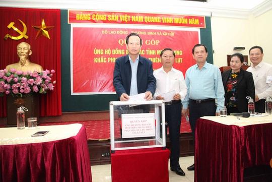 Bộ LĐ-TB-XH phát động quyên góp ủng hộ đồng bào các tỉnh miền Trung bị thiên tai, bão lũ - Ảnh 2.