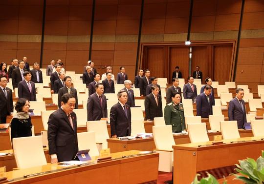 Quốc hội chia sẻ với mất mát, đau thương của người dân và chiến sĩ - Ảnh 2.