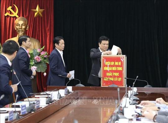 Hội nghị giao ban báo chí quyên góp ủng hộ đồng bào miền Trung bị mưa lũ - Ảnh 2.