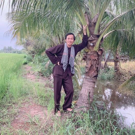 Nghệ sĩ Hoài Linh góp sức hỗ trợ người dân vùng lũ miền Trung - Ảnh 2.