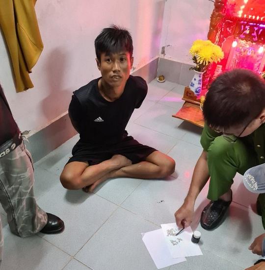 Cảnh sát Cần Thơ bủa vây căn nhà bắt nhóm ma túy liên quan đến con số 9 - Ảnh 2.