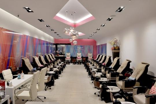 Images Luxury Nail Lounge (Mỹ) kiện chính quyền vì lệnh đóng cửa - Ảnh 1.
