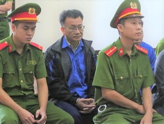 Vụ gian lận điểm thi Hòa Bình: Cựu Trưởng phòng Công an tỉnh được giảm án - Ảnh 2.