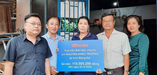 Báo Người Lao Động trao hơn 172,5 triệu đồng cho 2 trường hợp cần giúp đỡ - Ảnh 1.