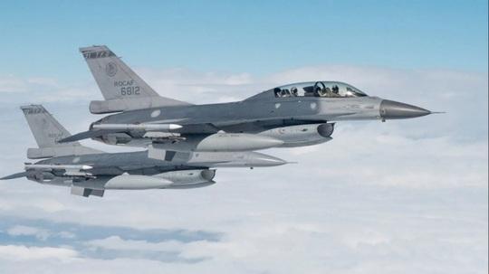 Tín hiệu đằng sau việc Mỹ bán hàng trăm tên lửa cho Đài Loan - Ảnh 2.