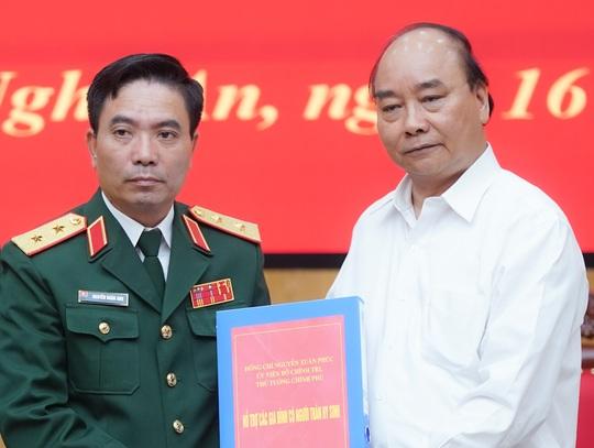 Thủ tướng Nguyễn Xuân Phúc chia sẻ nỗi đau thương, mất mát với cán bộ, chiến sĩ quân đội - Ảnh 1.