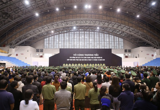 Hình ảnh xúc động lễ truy điệu 22 cán bộ, chiến sĩ hy sinh ở Quảng Trị - Ảnh 1.