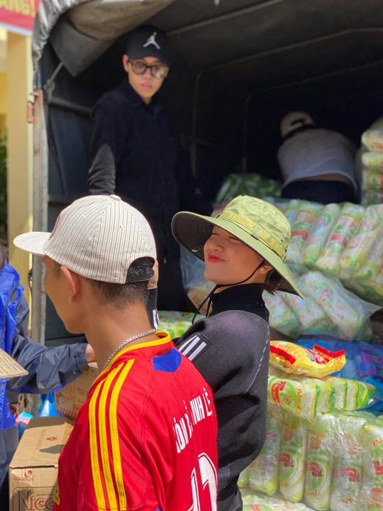 Hoài Linh và nhiều nghệ sĩ nỗ lực hỗ trợ miền Trung - Ảnh 7.