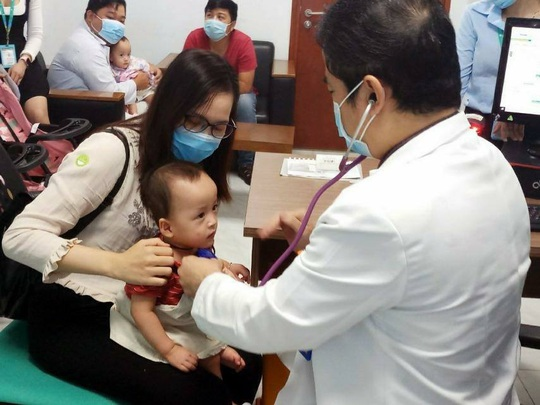 Hai bé Trúc Nhi-Diệu Nhi ngày trở lại bệnh viện - Ảnh 3.