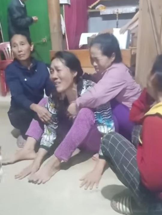 4 người đi rừng nghi bị núi sạt lở vùi lấp ở Quảng Bình: Tìm thấy thi thể nạn nhân thứ 2 - Ảnh 1.