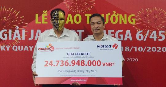 Người trúng Vietlott 24,7 tỉ đồng ủng hộ đồng bào miền Trung 200 triệu đồng - Ảnh 2.