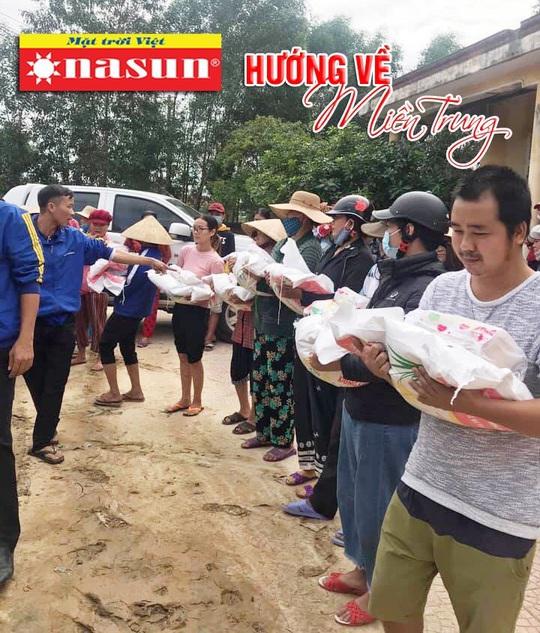 420 suất quà của Sơn Nasun dành tặng các hộ dân Miền Trung bị ảnh hưởng lũ lụt. - Ảnh 3.