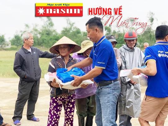 420 suất quà của Sơn Nasun dành tặng các hộ dân Miền Trung bị ảnh hưởng lũ lụt. - Ảnh 2.