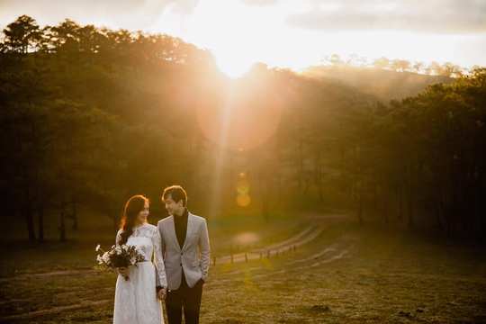 Tháng 10 - thời điểm tuyệt vời để các cặp đôi may đo vest cưới - Ảnh 1.
