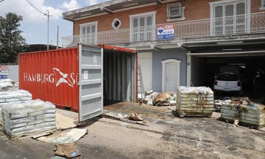 Paraguay phát hiện ít nhất 7 thi thể mục rữa trong container - Ảnh 1.