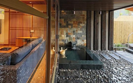 4 khu nghỉ dưỡng suối khoáng nóng hút khách - Ảnh 3.