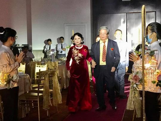 Bình phục sau tai biến, nhạc sĩ Vũ Hoàng cưới vợ cho con - Ảnh 1.
