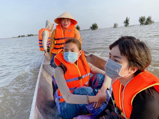 Thúy Diễm, Ái Châu bức xúc vì bị chỉ trích khi làm từ thiện - Ảnh 2.