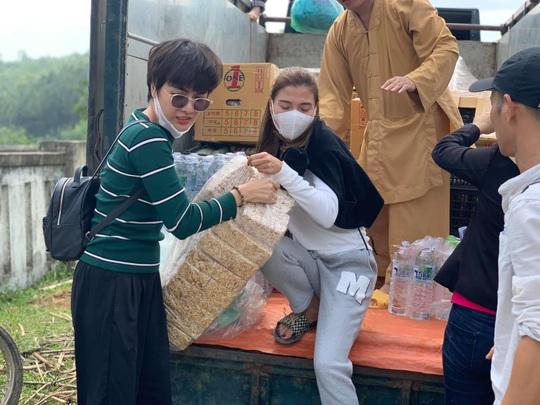 Thúy Diễm, Ái Châu bức xúc vì bị chỉ trích khi làm từ thiện - Ảnh 4.