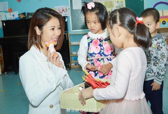 Vì sao Lý Liên Kiệt, Lâm Tâm Như bị phản ứng khi làm từ thiện? - Ảnh 2.