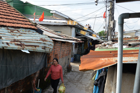Quảng Ngãi: Đang di dời hàng chục ngàn người dân tránh bão số 9 - Ảnh 1.