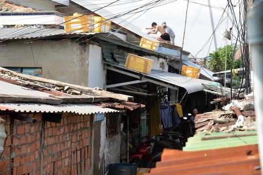 Quảng Ngãi: Đang di dời hàng chục ngàn người dân tránh bão số 9 - Ảnh 7.