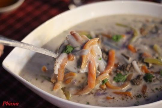 Những món ăn kèm nước cốt dừa lịm tim của người miền Tây ở TP HCM - Ảnh 4.