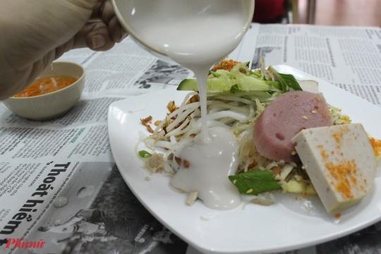 Những món ăn kèm nước cốt dừa lịm tim của người miền Tây ở TP HCM - Ảnh 5.