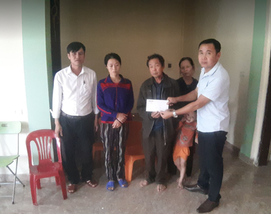 Thăm hỏi, trao quà của bạn đọc Báo Người Lao Động cho người thân 3 công nhân gặp nạn tại thủy điện Rào Trăng 3 - Ảnh 5.
