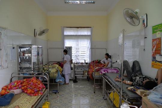 41 học sinh ở Sơn La nghi bị ngộ độc thực phẩm - Ảnh 2.