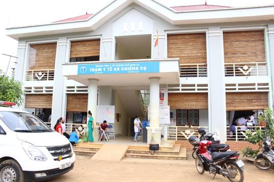41 học sinh ở Sơn La nghi bị ngộ độc thực phẩm - Ảnh 1.